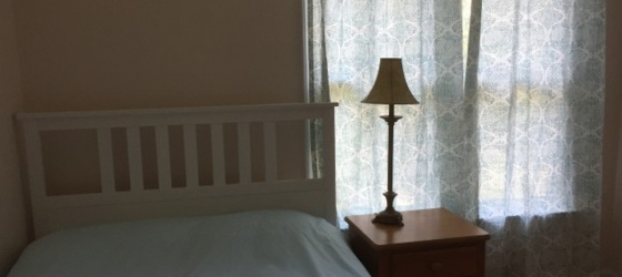 2 furnished rooms available, each with bathroom, in private house