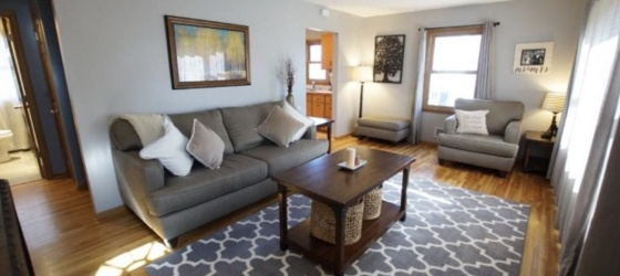 1 Bedroom Open - Live with 2 elementary teachers in Fridley