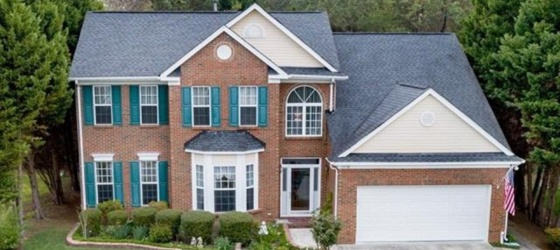 ROOMS FOR LEASE IN A BEAUTIFUL HOUSE NEAR UNCC AND I-485
