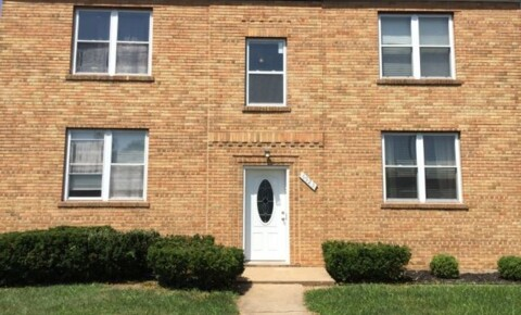 Apartments Near Arnold 6923 Chippewa 2W for Arnold Students in Arnold, MO