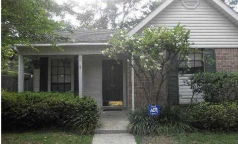 Houses Near BCCC Must see! A great 3/1.5 in popular Pinehurst for Blue Cliff Career College Students in Mobile, AL