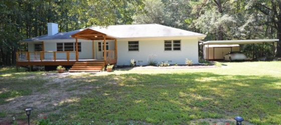 Quiet 3BR Home on over 1 Acre!