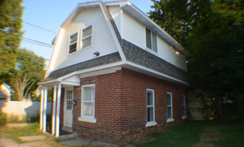 Houses Near CMU 204 E Cherry St for Central Michigan University Students in Mount Pleasant, MI