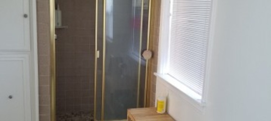 $1300 Giant Master Bedroom in Beautiful House